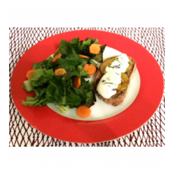 Tartine de courgette et crème de brebis au basilic