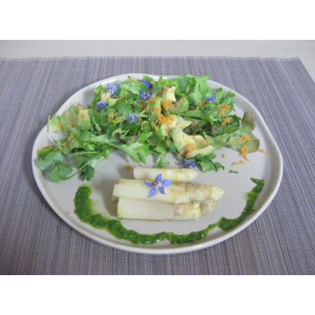 Salade d'asperges au pesto de roquette
