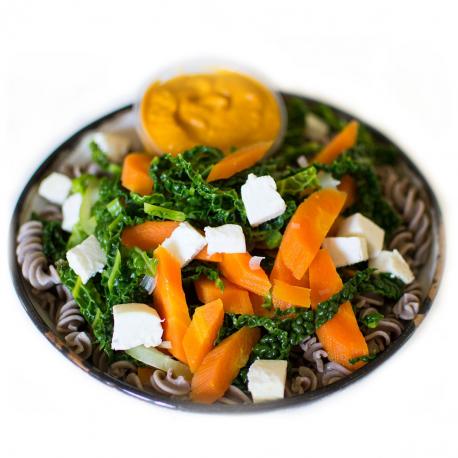 Pâtes de sarrasin aux légumes, coulis de tomates séchées et crottin de brebis (plat, 1personne)